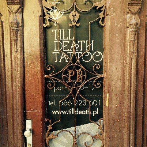 Oklejenie witryn dla salonu tatuażu