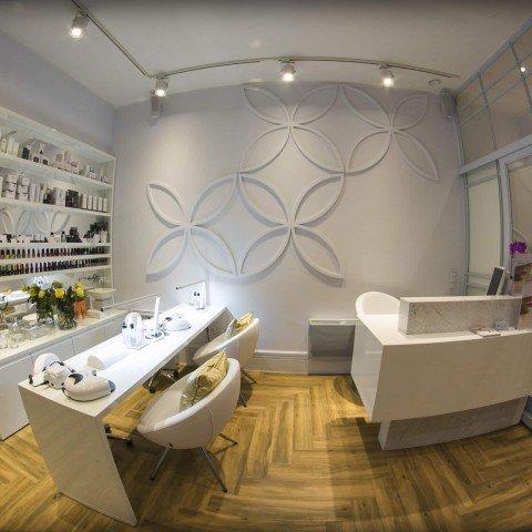 Elementy dekoracji 3D dla gabinetu Fiore Kosmetologia Estetyczna